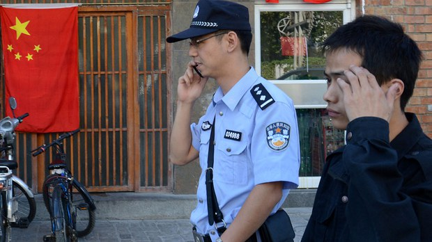 中共百年党庆期间,各地警察对民众聚餐及聚会高度防范,动辄抓人至派出所盘查。