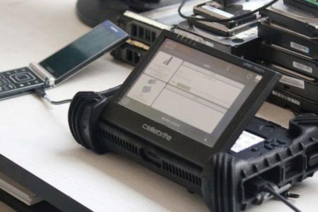 图为手机扫描仪成中国警方配备。(路透社)