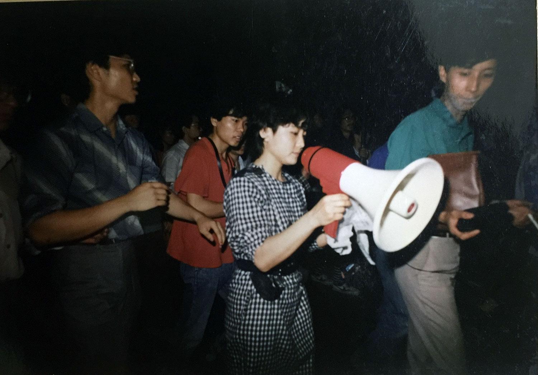 1989年参加示威游行时的陈卫。(陈卫提供/记者乔龙)