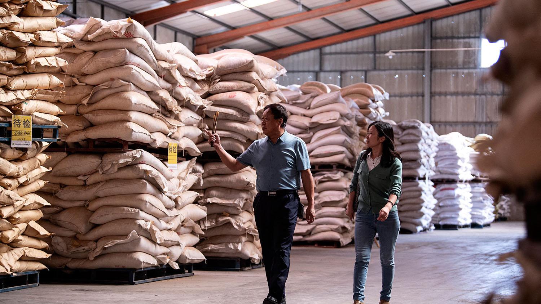 中国企业家孙大午(左)。(法新社)