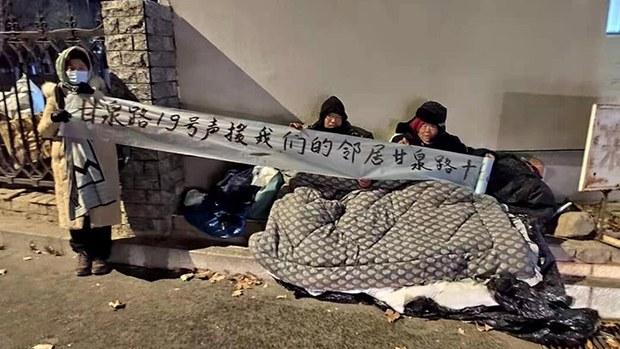 北京小汤山强拆:小区全毁 母子寒冬露宿街头