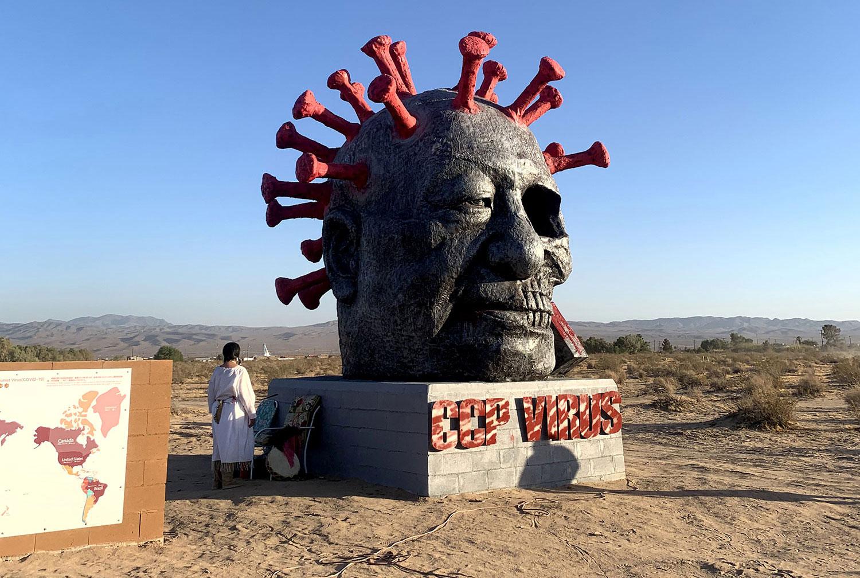 """2021年6月4日下午新落成的""""中共雕塑""""病毒旁进行的印第安传统祈祷仪式。(孙诚拍摄,独家首发)"""