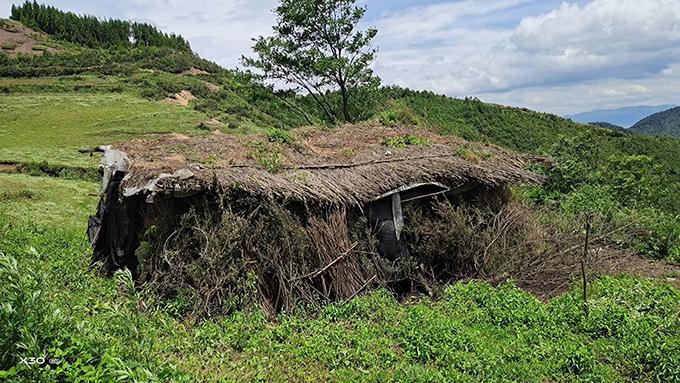 王海的教会所在苗寨简陋的居住条件,直至今日当地仍未通电、通路、通水。(王海牧师独家提供)