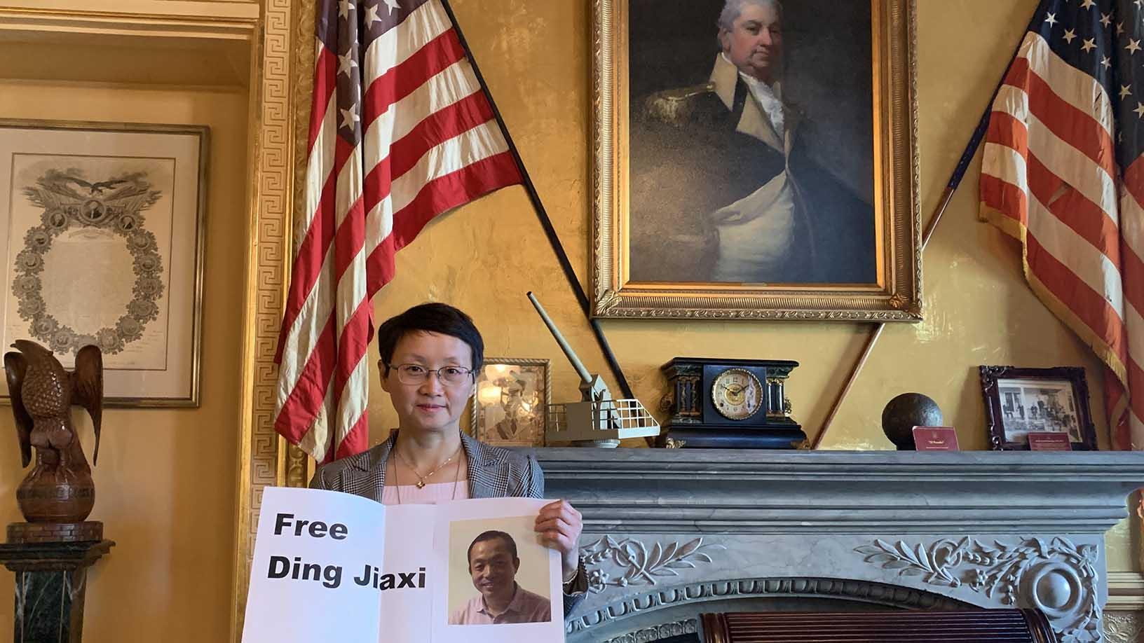 2020年1月21日,维权律师丁家喜的妻子罗胜春在白宫里。(罗胜春提供)