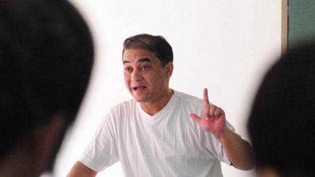 资料图片:2010年6月12日,正在上课的中央民族大学教师伊力哈木。(AFP)