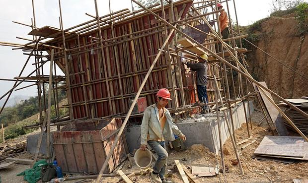 """参加中国老挝铁路建设的中国工人。中老铁路是""""一带一路""""项目的一个关键组成部分。(法新社图片)"""