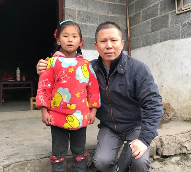 2019年两会召开之际,许志永南下走访贺苗族村的贫困人口。(许志永推特截图)