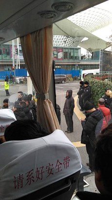 yf2上海访民被送去富春路救济站(受访者独家提供).jpg