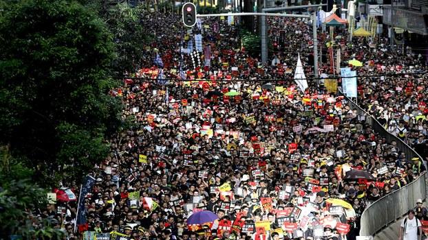 香港民众2019年7月1日上街游行,表达他们的诉求。(法新社)