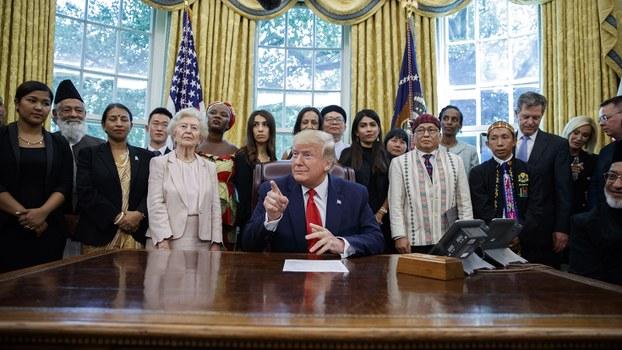 美国总统特朗普2019年7月17日在白宫会见了来自世界各国的受迫害宗教人士。(美联社)