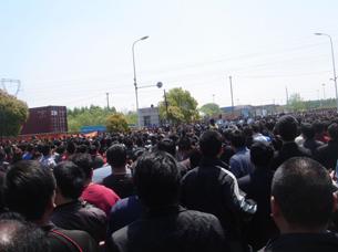 图片:上海集卡罢工示威(网友提供/丁小)