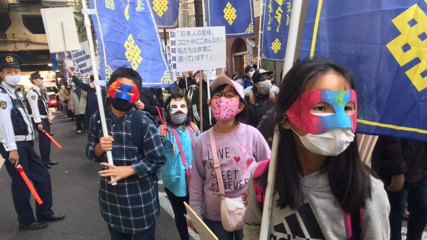 抗议现场,日本警察在维持秩序。(参与者提供/记者乔龙)