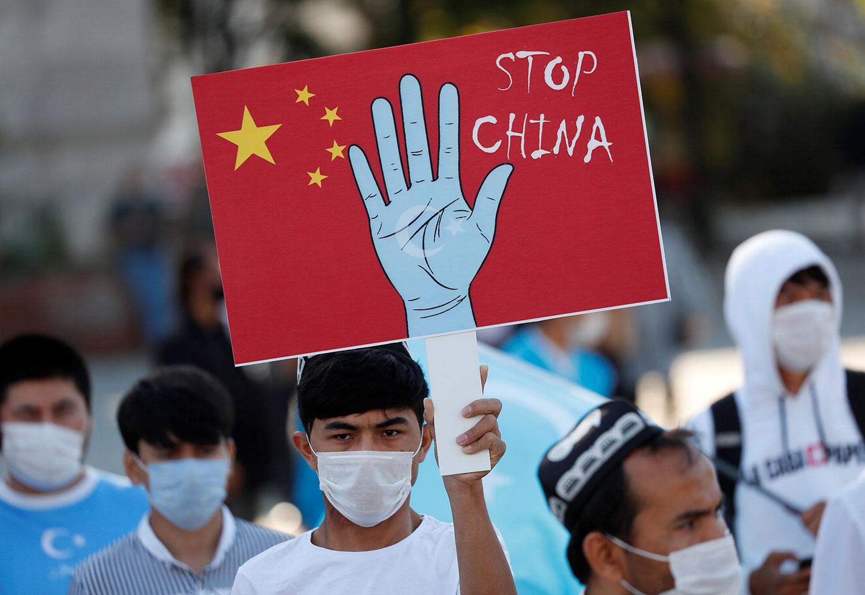 2020年10月1日,维吾尔族示威者在土耳其伊斯坦布尔抗议中国新疆政策。(路透社)