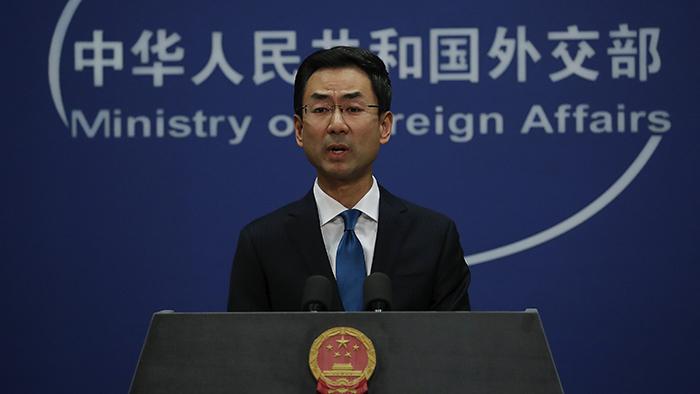 中国外交部发言人耿爽28日在记者会中回应法国的声明(美联社)