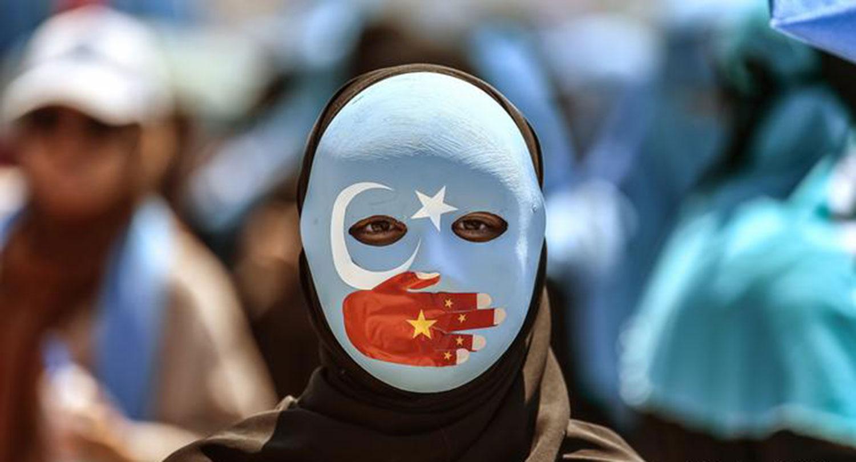 海外维吾尔人走上街头,抗议中国政府在新疆的高压政策 。(法新社)