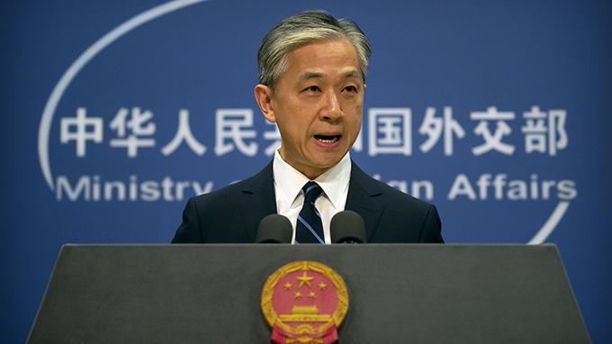 """中国外交部发言人汪文斌在例行记者会上表示,中方对美方宣布撤销对""""东伊运""""恐怖组织的定性决定强烈不满和坚决反对。(美联社)"""