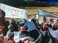 Protest-in-Nangchen-calling-for-the-release-of-Khenpo.jpg