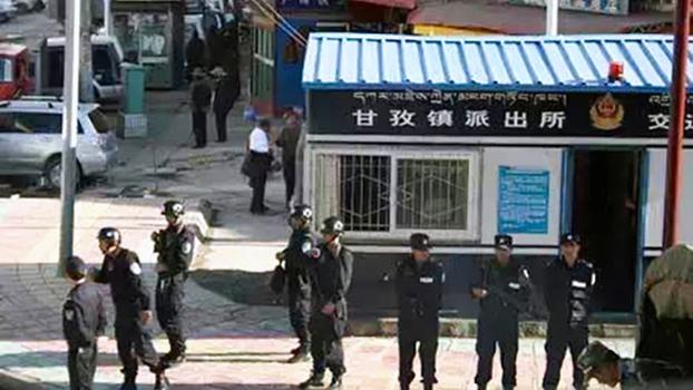 四川甘孜县城的军警 (受访人早前提供)