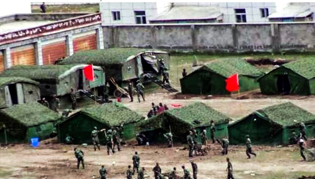 那曲县达前乡夏荣布寺曾被当局关闭后,大批军警在附近扎营强力戒备(受访人早前提供)