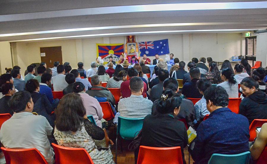 西藏议员与悉尼藏人见面会现场(丹珍摄)