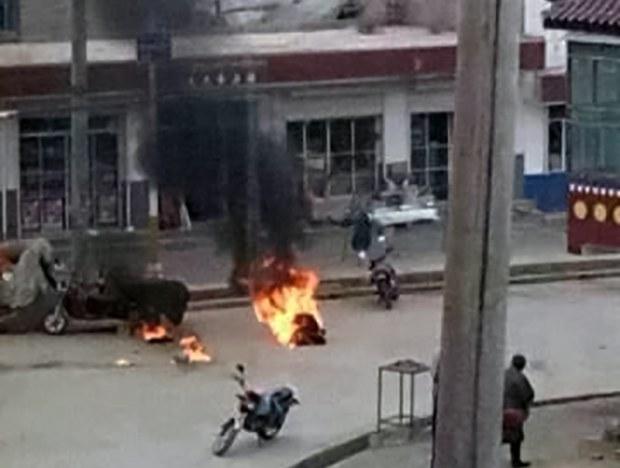 Tsultrim-Gyatso-self-immolating-in-Amchok-Sangchu-County.jpg