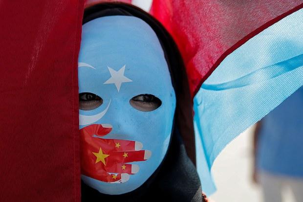 维吾尔族示威者2019年10月1日在土耳其伊斯坦布尔抗议中国政府的新疆政策(路透社)