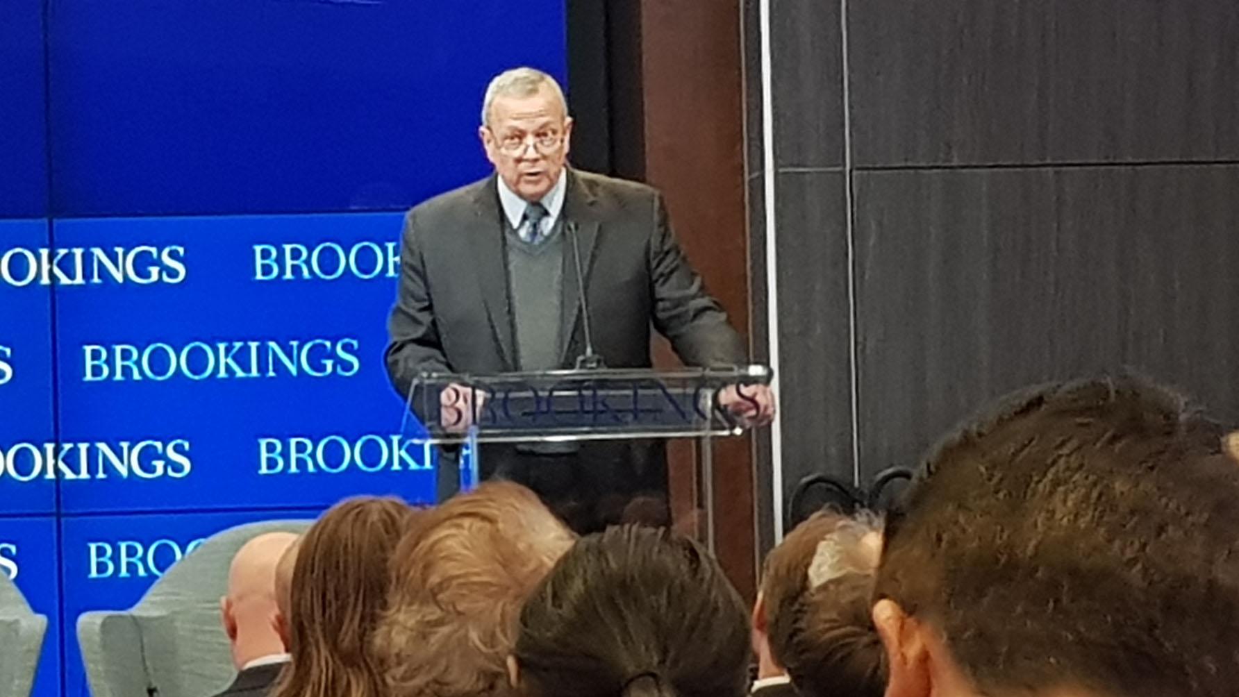布鲁金斯学会主席约翰•艾伦回顾了媒体近年来曝光的新疆内幕。(记者家傲摄)