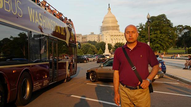 以煽顛罪被判十五年徒刑的新疆教育出版社前編輯牙裏坤·肉孜2014年8月到訪華盛頓(受訪者提供)