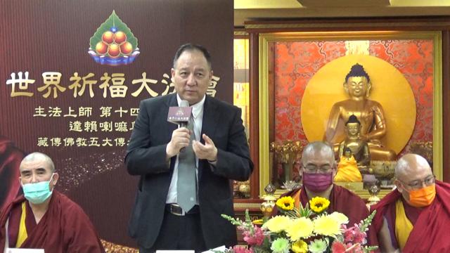 达赖喇嘛驻台代表达瓦才仁十五日出席藏传五大教派请法记者会。(记者夏小华摄)