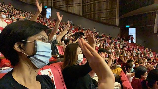民进党籍立委林岱桦(左一)、国民党籍立委马文君(左二)到场参与净韵三千达赖喇嘛庆寿音乐会。(记者夏小华摄)