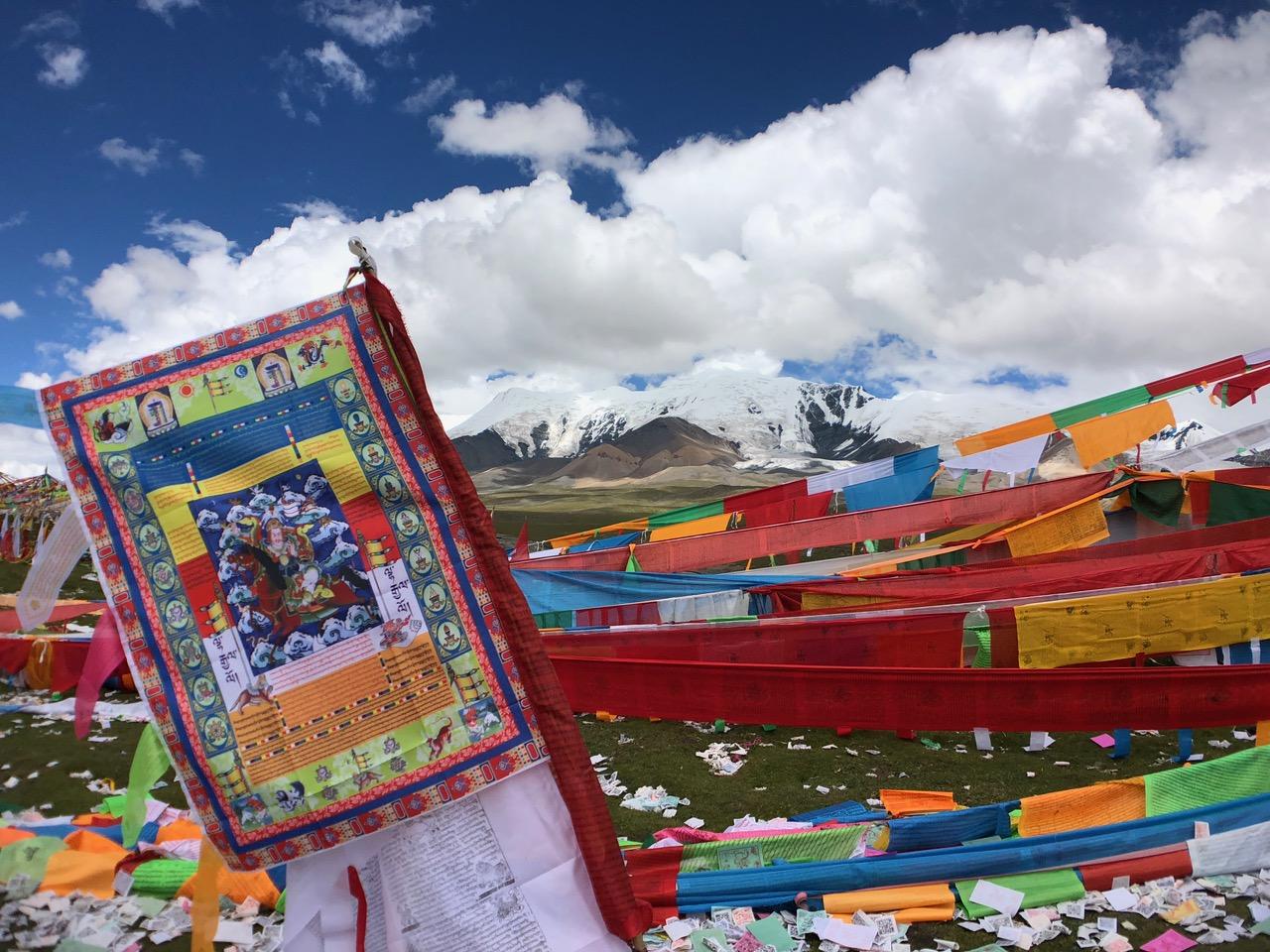 神山阿尼玛卿,位于图伯特(西藏)高原东部地区,今青海省果洛藏族自治州玛沁县。(唯色提供)