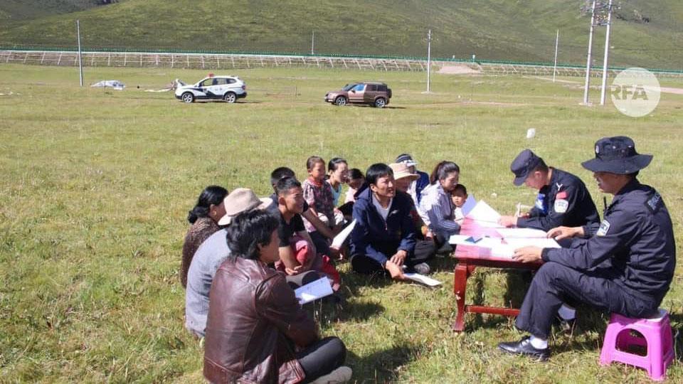 70周年到处都设爱国主义教育营,要年轻人感恩党的恩情,有藏族学生不肯参加被抓到派出所。(格桑坚参提供)