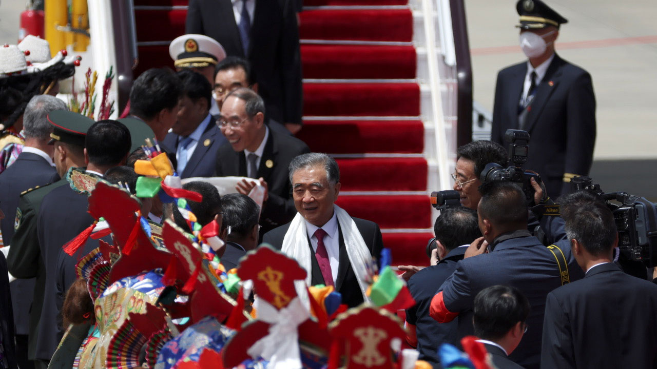 中共中央政治局常委汪洋被指派为和平解放西藏70年中共中央代表团团长。(AP)