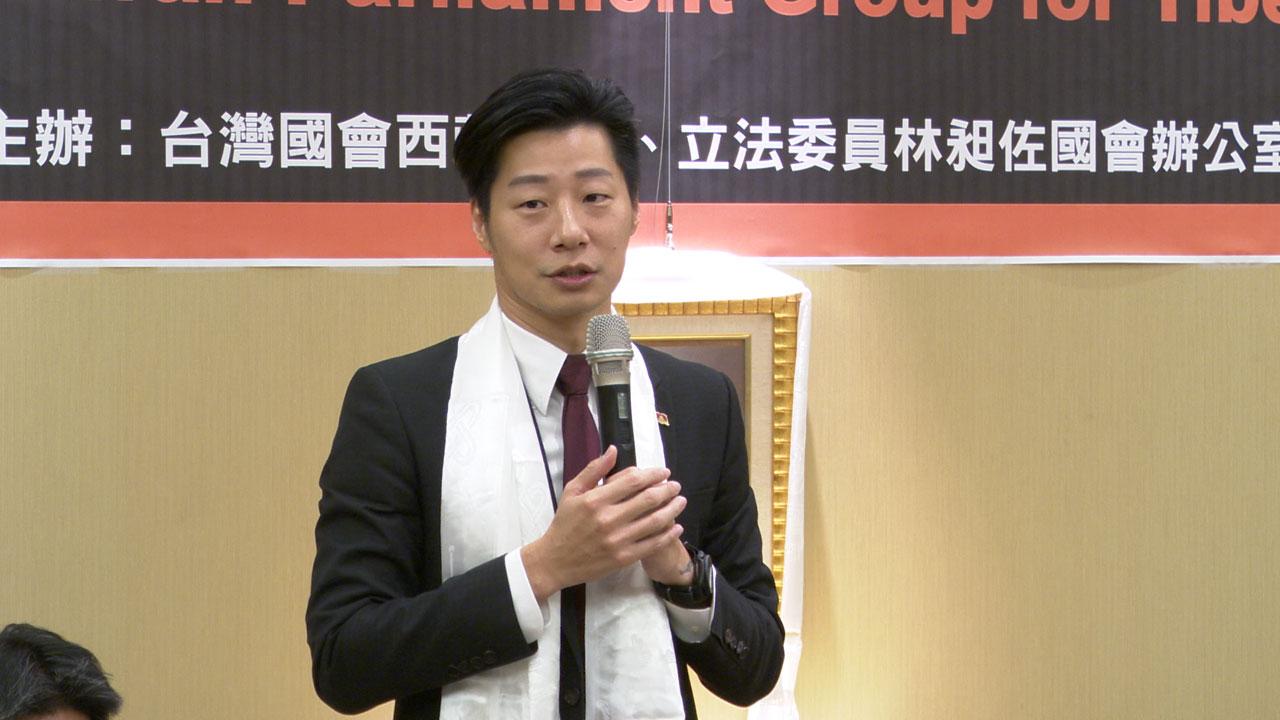台湾国会西藏连线发起人兼会长、无党籍立委林昶佐呼吁蔡政府尽快让达赖喇嘛第四度访台,完成他的生日心愿。(记者李宗翰摄)