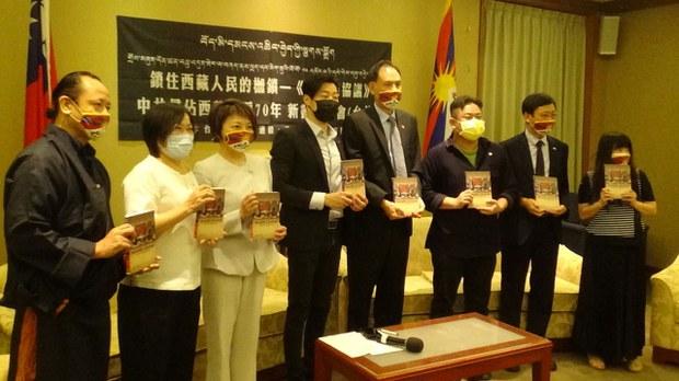 流亡藏人出书披露被逼签《十七条协议》真相   警示台湾