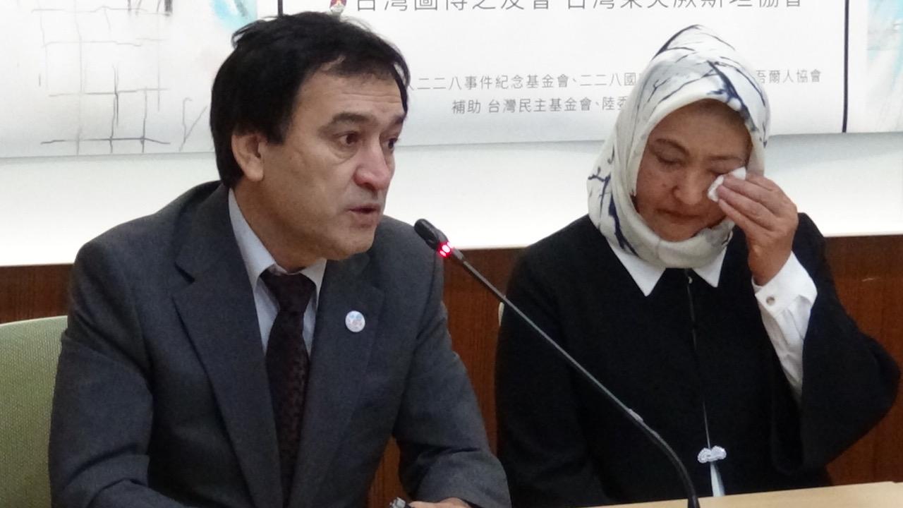 """古力巴哈控诉曾被监禁在新疆""""集中营""""465天。(记者夏小华摄)"""