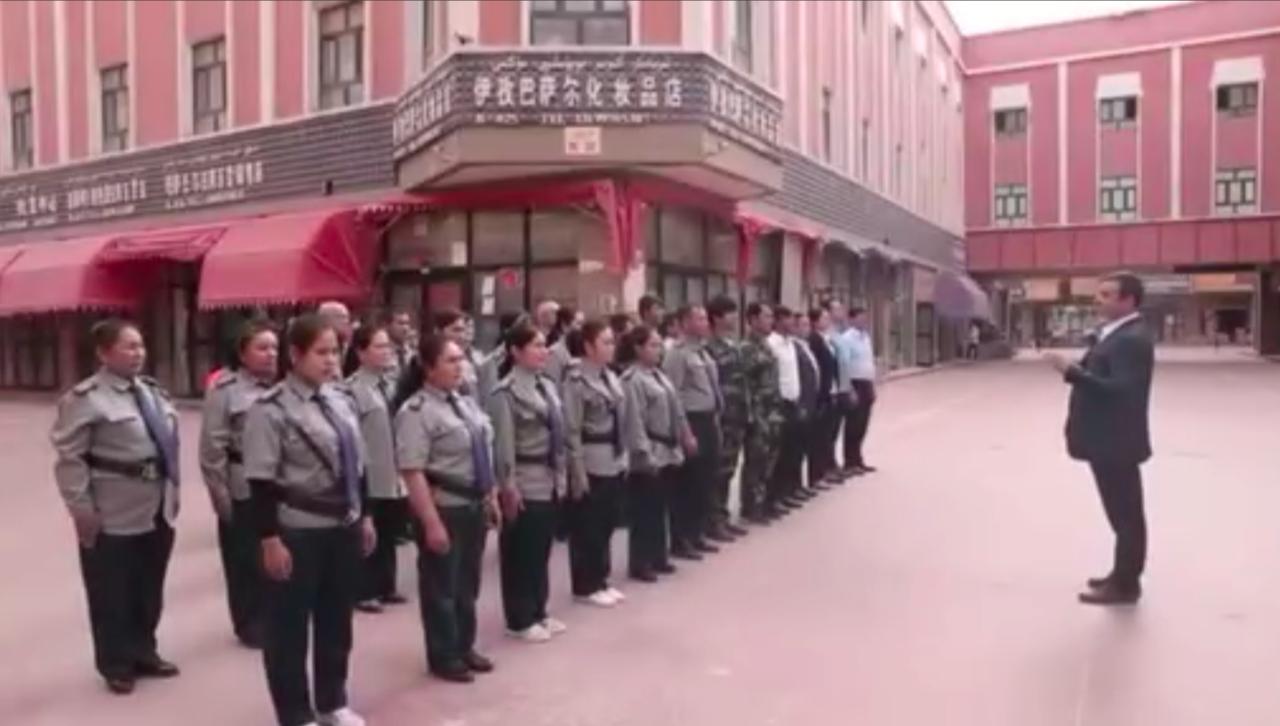 2021年7月14日新华网,发布返乡创业宣传视频中,塔黑日江完全没有提到曾在新疆教培中心经历,反而强调拥有复旦大学的高学历。 (网路)