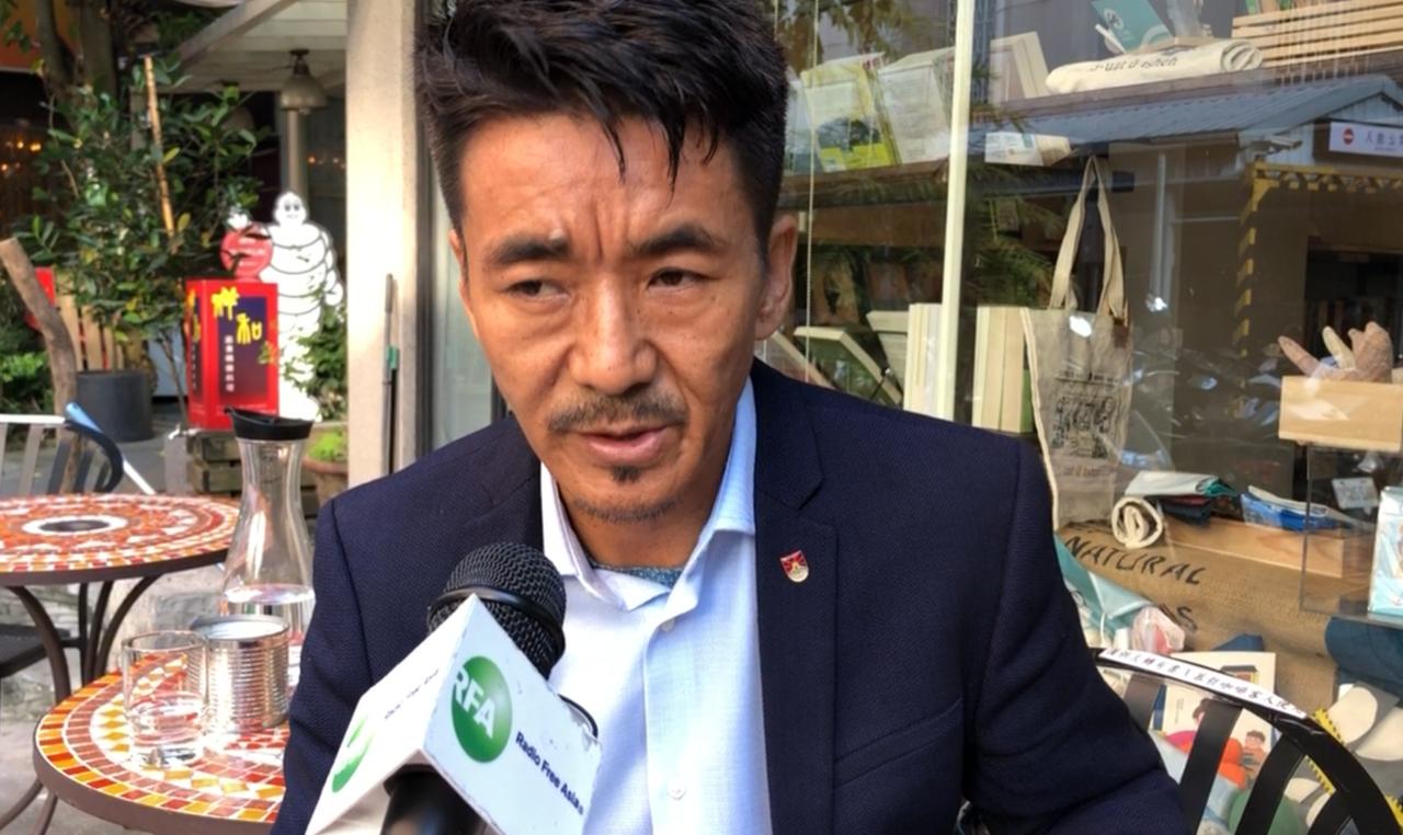 在台西藏人、西藏台湾人权连线理事长札西慈仁要求柯文哲道歉。(记者夏小华摄)