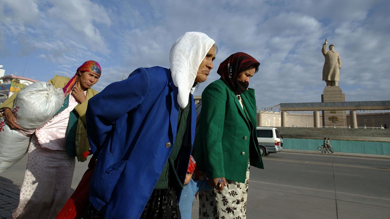 脱贫背后是同化,大批维族人背井离乡被转至外地就业 。(路透社资料图片)