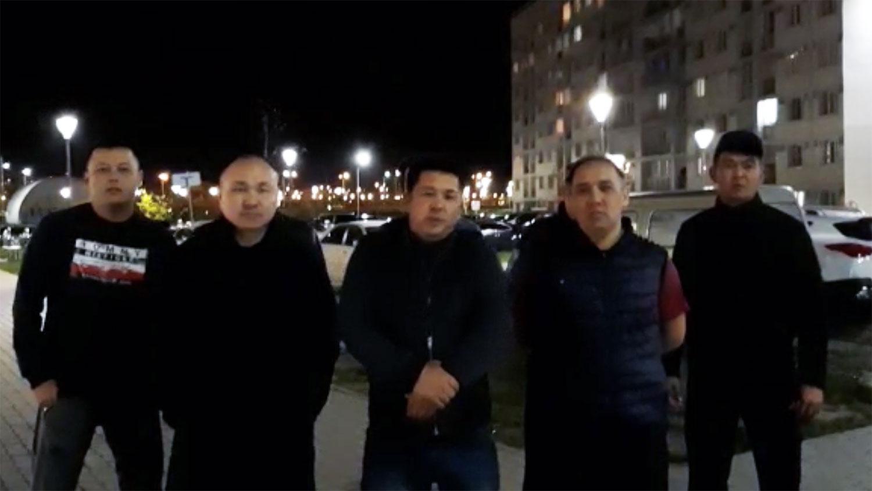 阿塔珠儿特组织成员请求哈国政府接受两名逃亡者避难申请。(志愿者提供/记者乔龙)