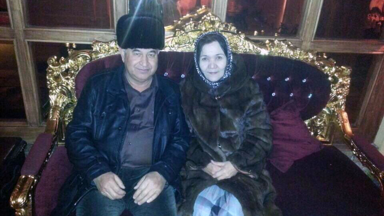 维吾尔族干部海米提和妻子沙阿呆提巴合影。(当事人提供/记者乔龙)