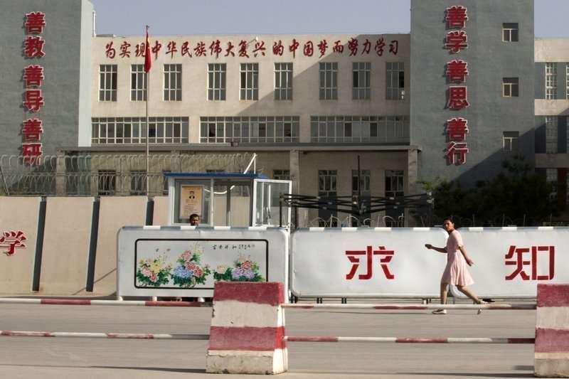 """许多为维吾尔人为避免被送进""""再教育营"""",而逃出国,却从此有家归不得。(AP)"""