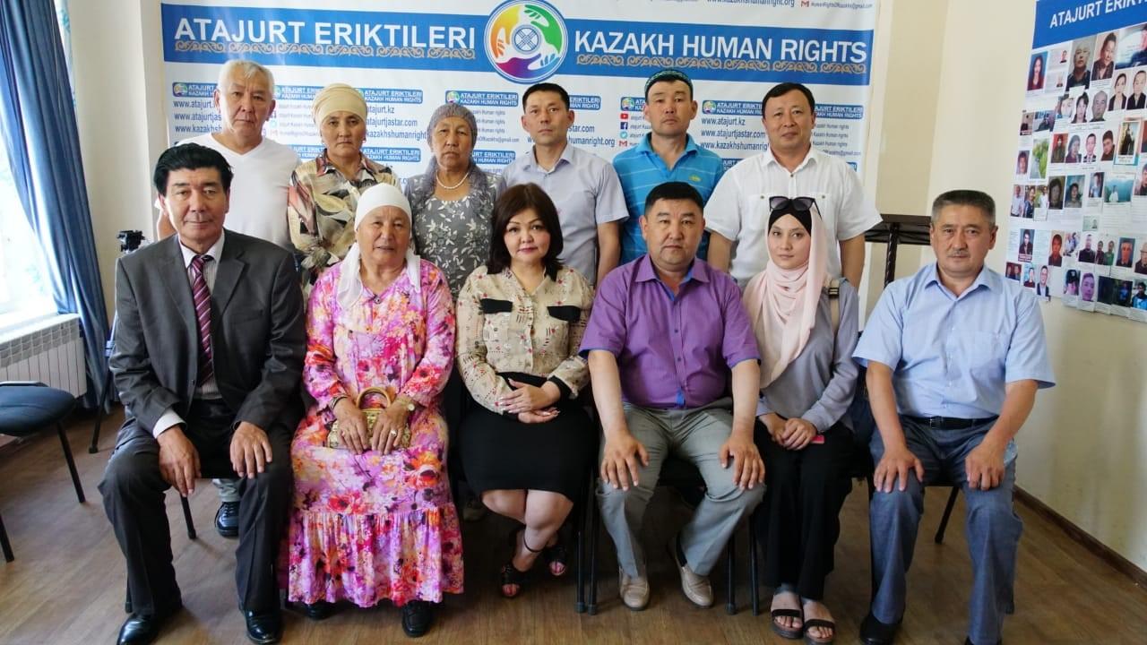 艾曼.乌玛尔卧娃(Aiman Umarova)(中)曾代理无数的人权案件。(志愿者提供/记者乔龙)