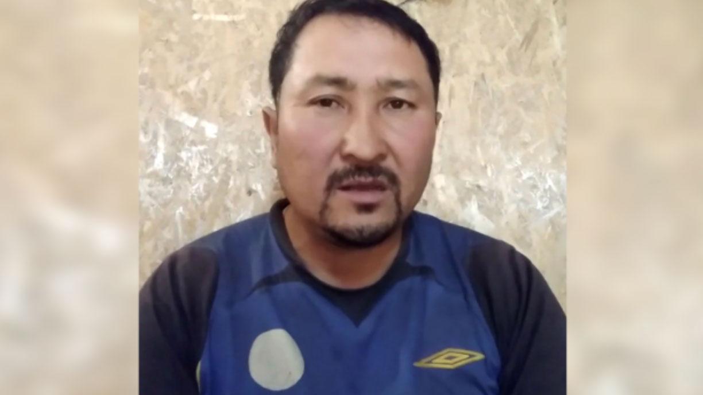 哈萨克人吐尔逊别克.哈比被囚禁铁笼,首酷刑折磨达17个月。(阿塔珠尔特提供)