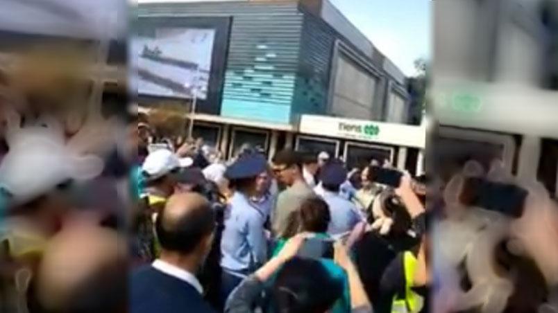 哈萨克斯坦阿拉木图民众举行反华示威。(志愿者提供/记者乔龙)