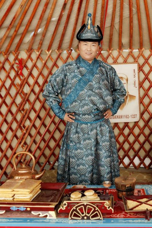 蒙古族青年蒙古拉胡。(志愿者提供/记者乔龙)