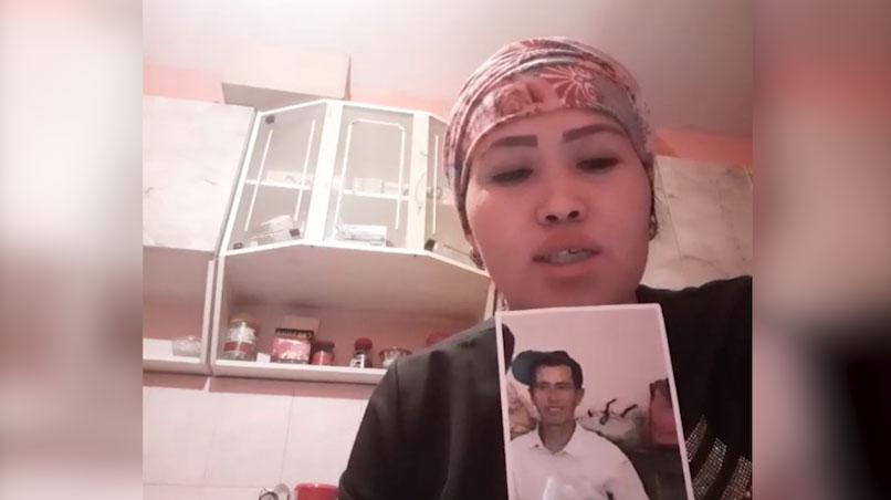哈萨克人古丽米拉.阿巴衣别克说,她的哥哥被判刑7年。(家属提供/记者乔龙)