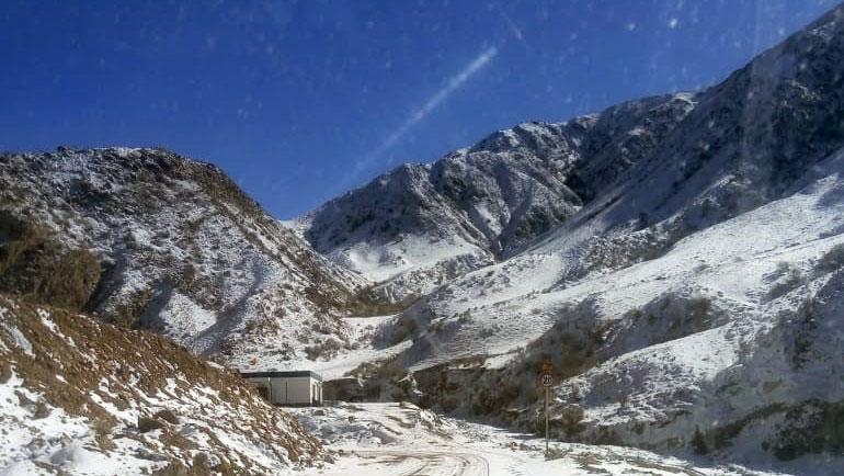 阿克苏通往吉尔吉斯斯坦的边境公路,沿途不准拍照,每十公里一个检查站。(孔元峰提供/记者乔龙)