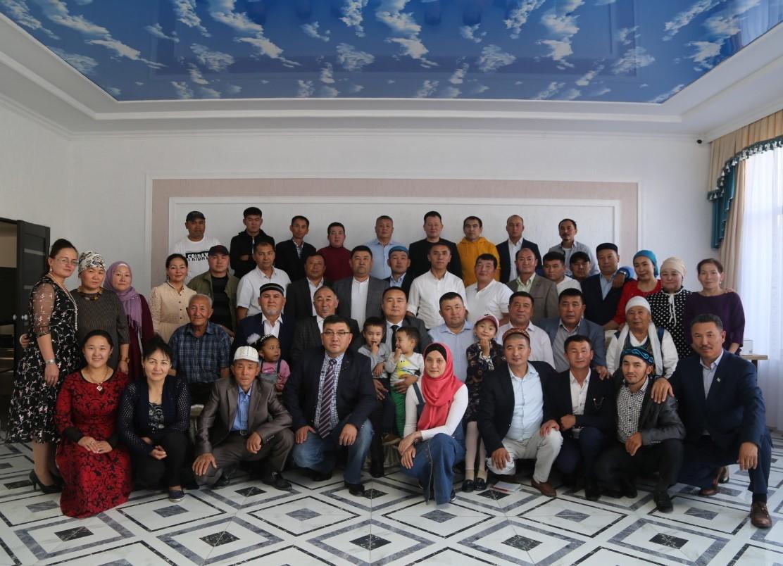 阿塔珠尔特志愿者组织部分主要成员。(志愿者提供/记者乔龙)