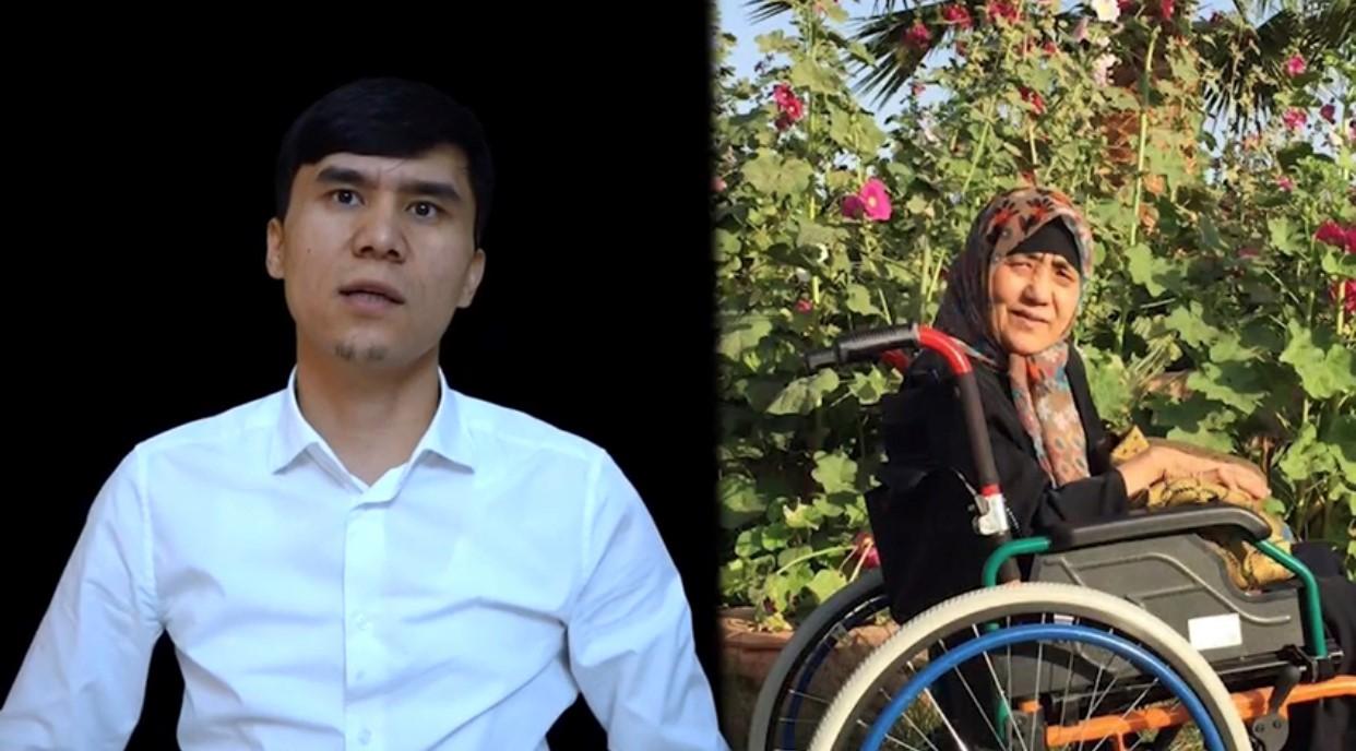 约买尔. 艾木杜拉和他在新疆的母亲。(当事人提供)